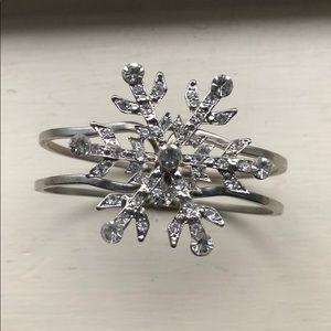 Jewelry - Snowflake cuff